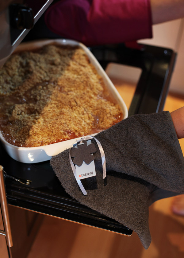 Brabantia Get Together range kitchen towel and oven glove
