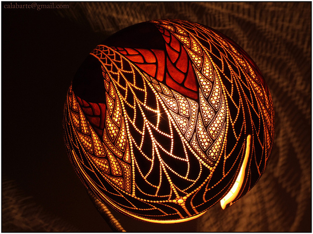 Standing gourd lamp X by Calabarte
