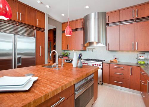 Kitchen interior by In Detail Interiors featuring Du Verre Polar hardware