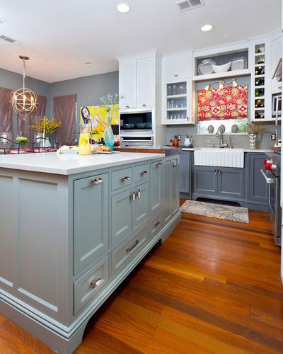 Kitchen interior by In Detail Interiors featuring Du Verre Lotus hardware